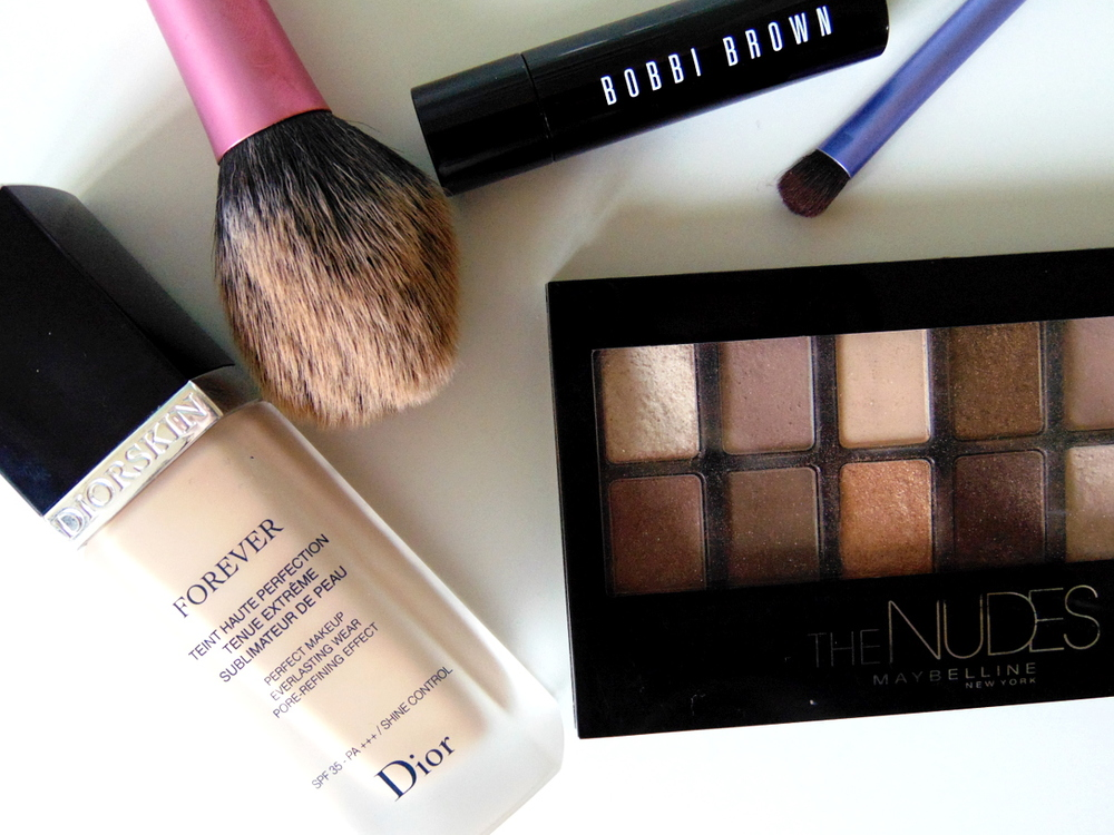 Wondering-Through-Morning-Routines-Make-Up-Dior-Bobby-Brown-Real-Techniques-Maybelline.JPG