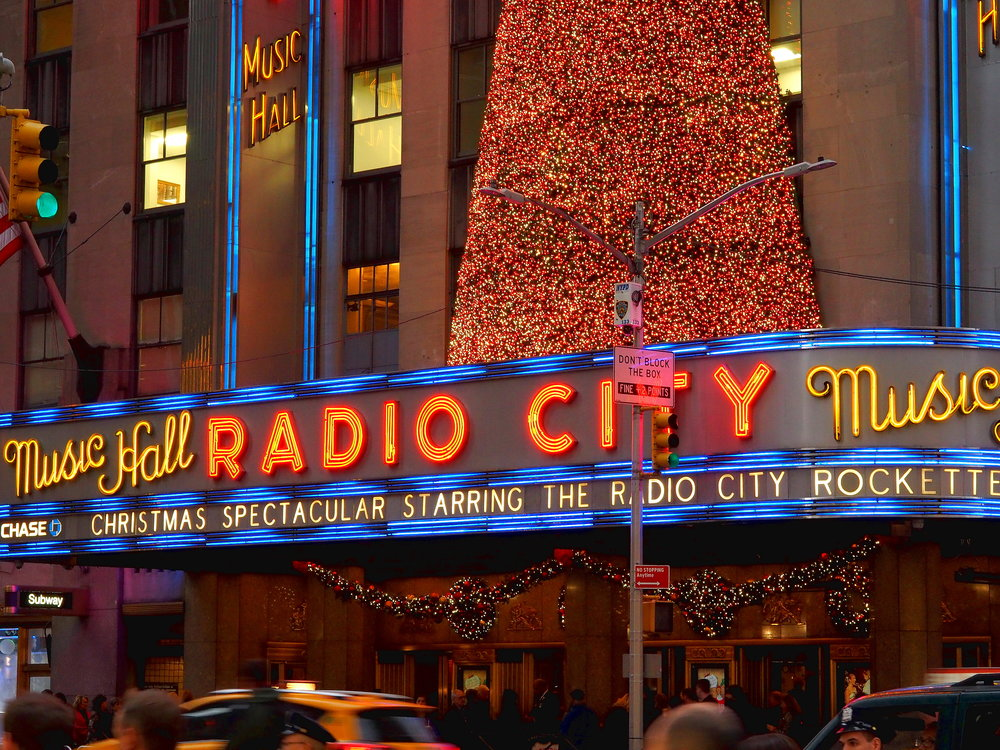 Wondering-Through-Visit-New-York-Manhattan-Travel-Blogger-Radio-City-Music-Hall-Rockettes.JPG
