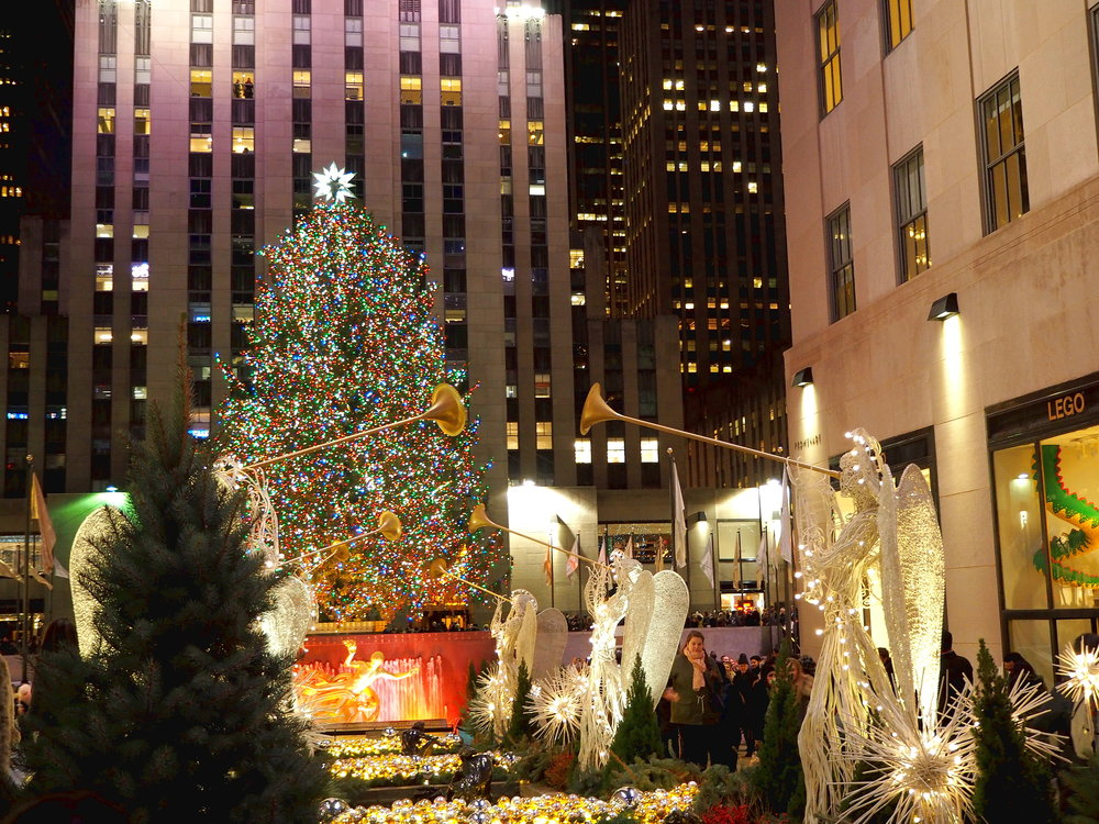 Wondering-Through-Visit-New-York-Manhattan-Travel-Blogger-Rockefeller-Center-Night-Tree.JPG