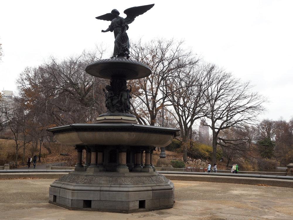 Wondering-Through-Visit-New-York-Manhattan-Travel-Lifestyle-Blogger-Central-Park-Fountain.JPG