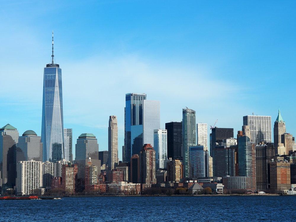 Wondering-Through-Visit-New-York-Manhattan-Travel-Lifestyle-Blogger-Lady-Liberty-Down-town-Boat-trip-Ellis-Island-Skyline.JPG