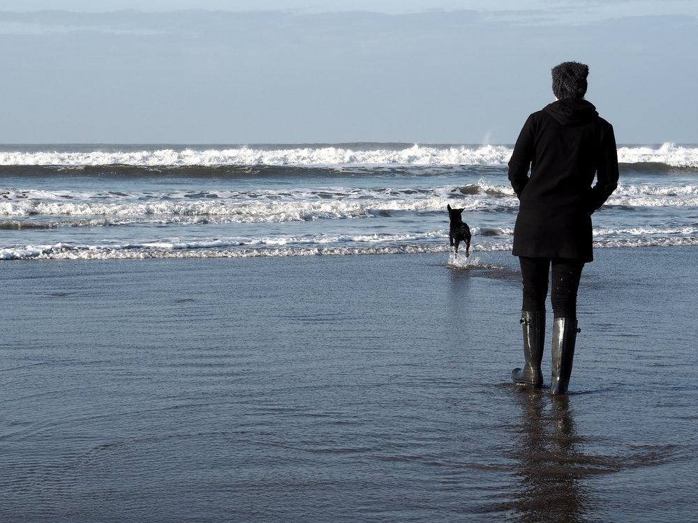 Wondering-Through-4-Things-Before-30-Birthday-Lifestyle-Beach-Cornwall-Sea-Puppy.JPG