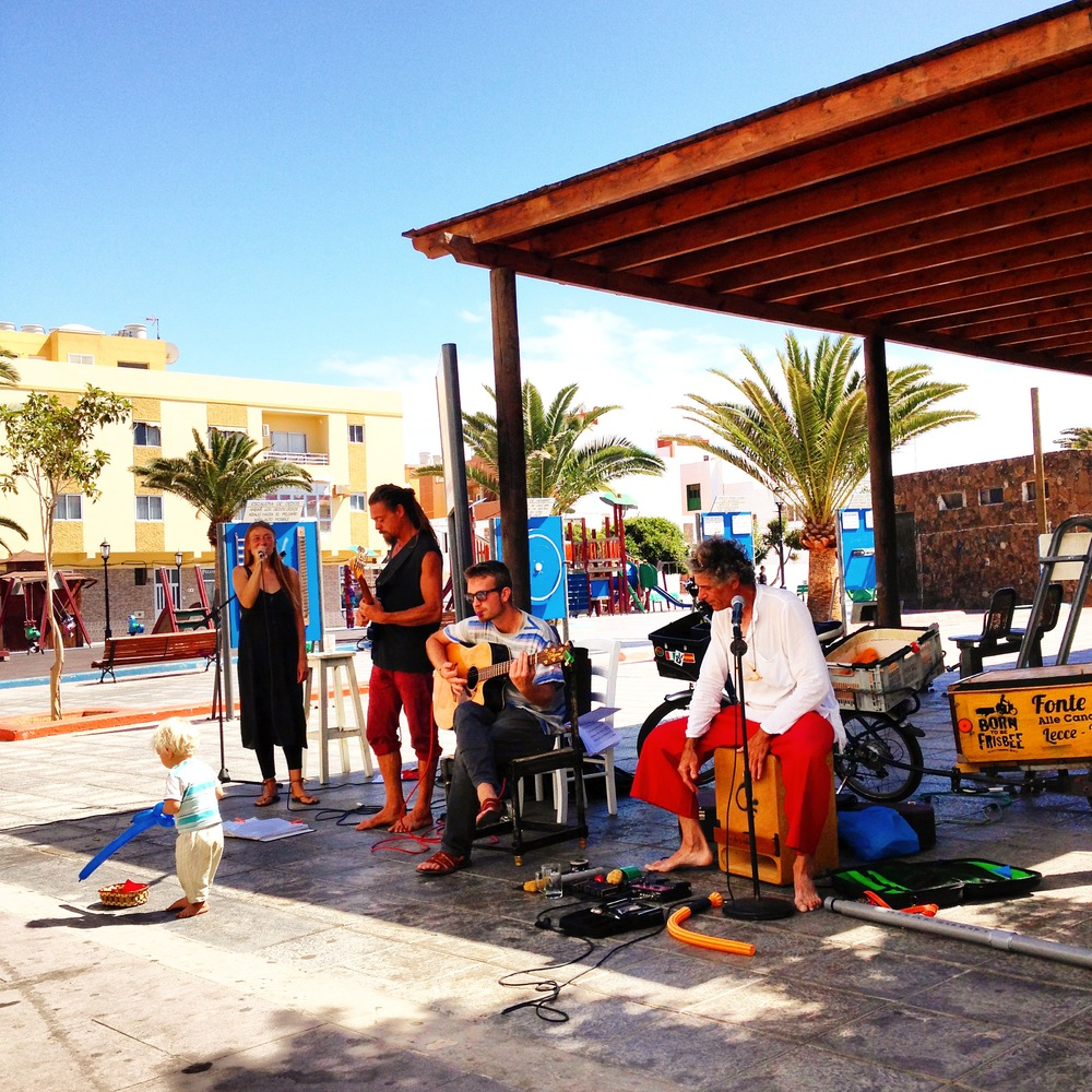 street music in Corralejo downtown. Hub Fuerteventura Coworking Space