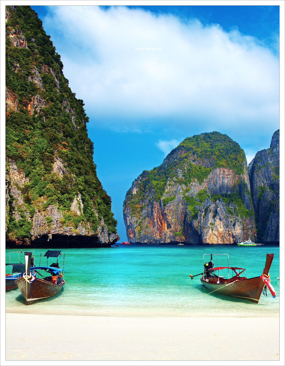 It's not surprising that Thailand attracts more visitors than any other country in Southeast Asia. Laos and Cambodia border the country to the east, to the south lies the Gulf of Thailand and Malaysia and to the west you'll find the Andaman Sea and Myanmar.