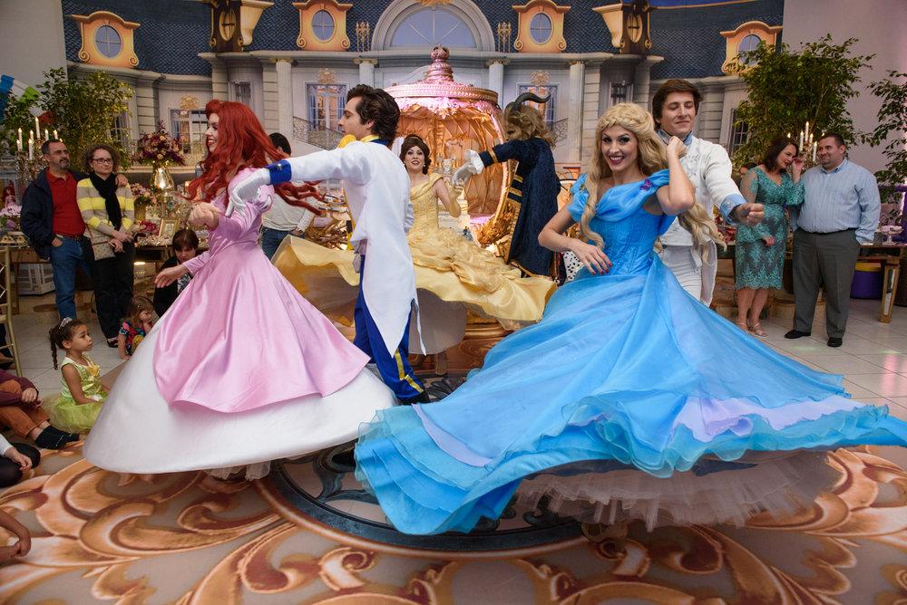 013_festa-infantil-curitiba-baile-princesas-happyfest-playhouse-encantada-guswanderley.jpg