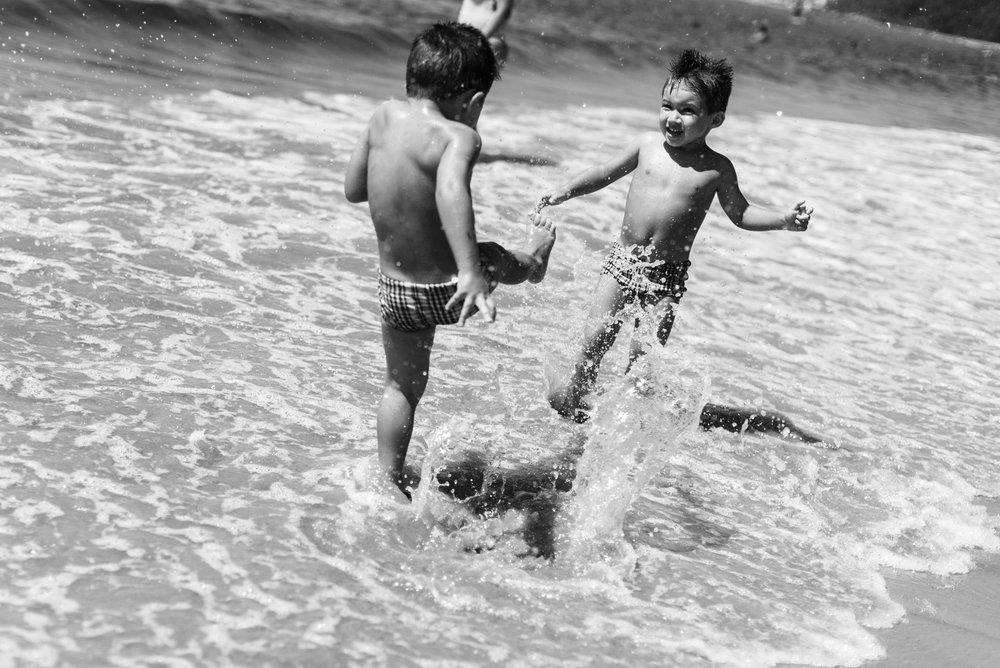 04-ensaio-familia-praia-caioba-parana-fotografo-criancas-guswanderley.jpg