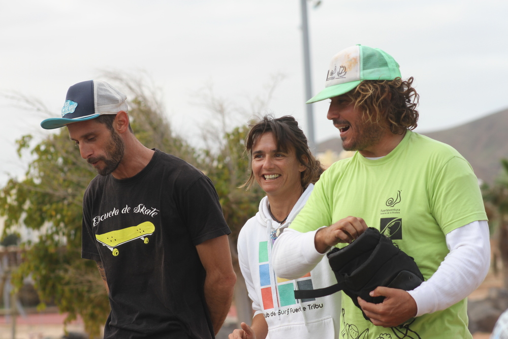 Instructores de surf. Fuerte Tribu Club de Surf