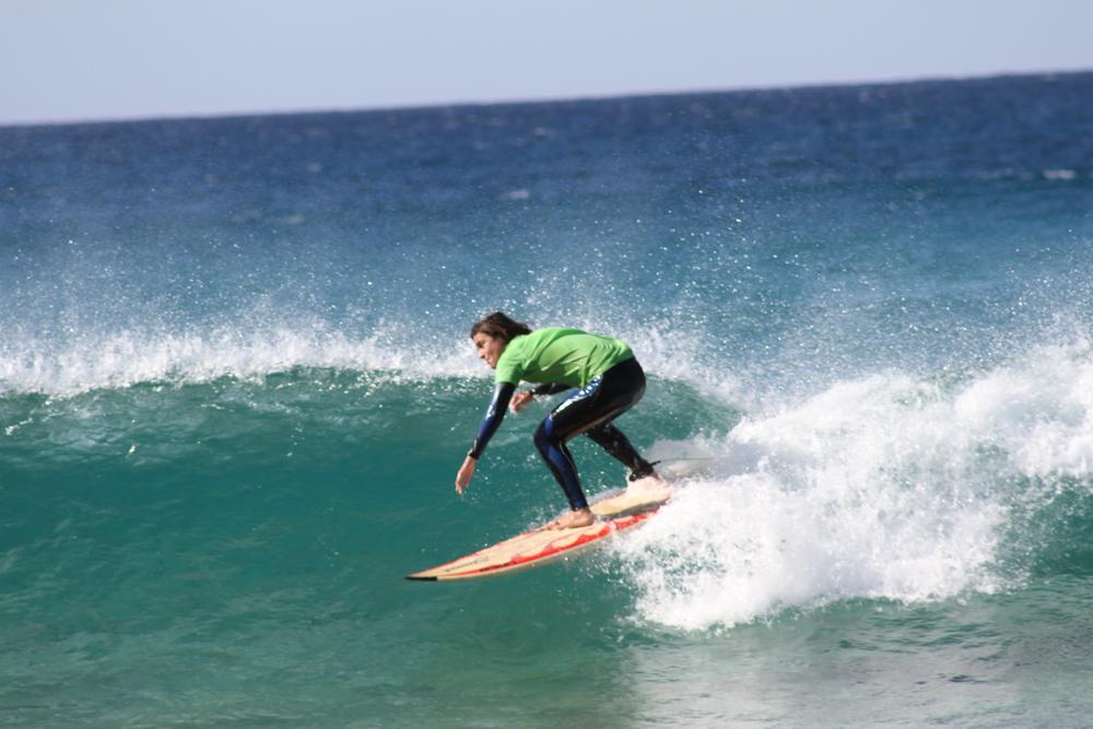 Cursos de surf para jóvenes en Fuerteventura. Fuerte Tribu Club dfe surf