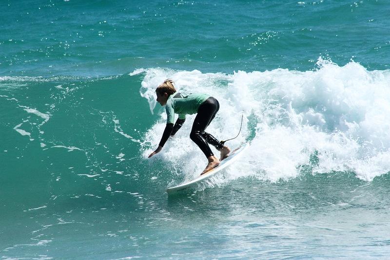 CLASES DE SURF PARA NIÑOS. FUERTE TRIBU SURF
