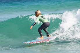 Micro-Minis - We pay special attention to the mini-kids surf group (6-8 years old)who wish to learn to surf. Young kids are very enthusiastic and sometimes naturally impressed by the power of the waves (first time they see the Atlantic ocean, young swimmers or non swimmers...) In order to adapt to this specific public,we limit the group to 6 kids maximum and 3 hour surf lesson/day