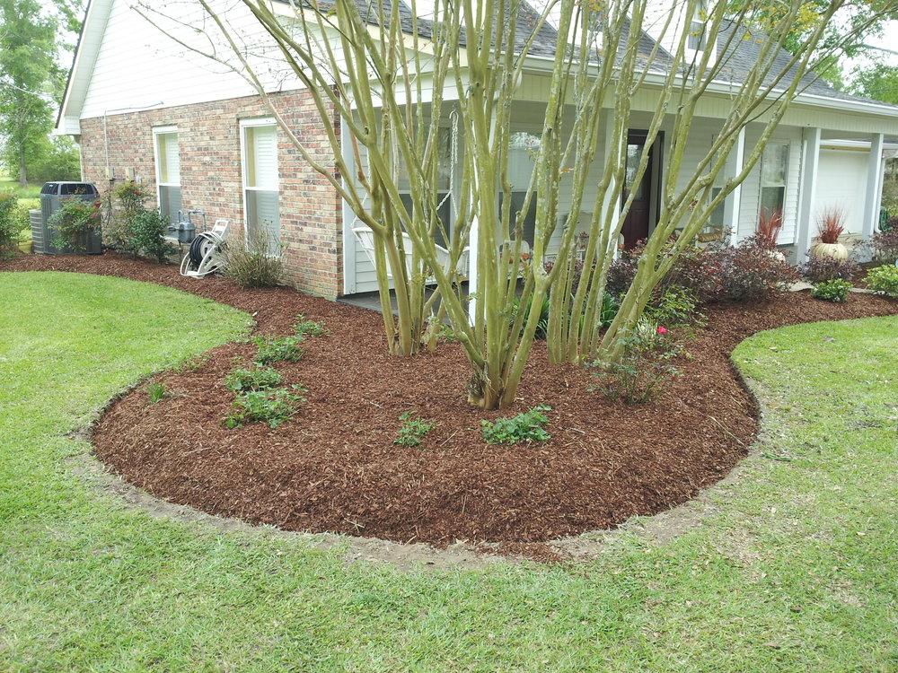 mulch-flowerbeds-baton-rouge-area (12).jpg