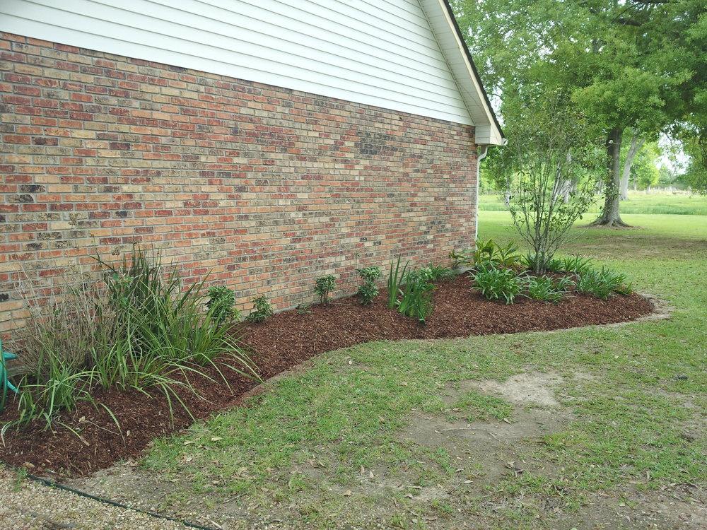 mulch-flowerbeds-baton-rouge-area (14).jpg