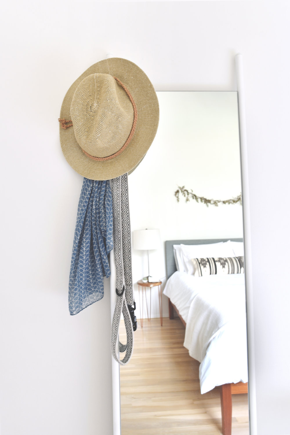 Leash:  Allku Pets   |  Wall Mirror: Urban Outfitters