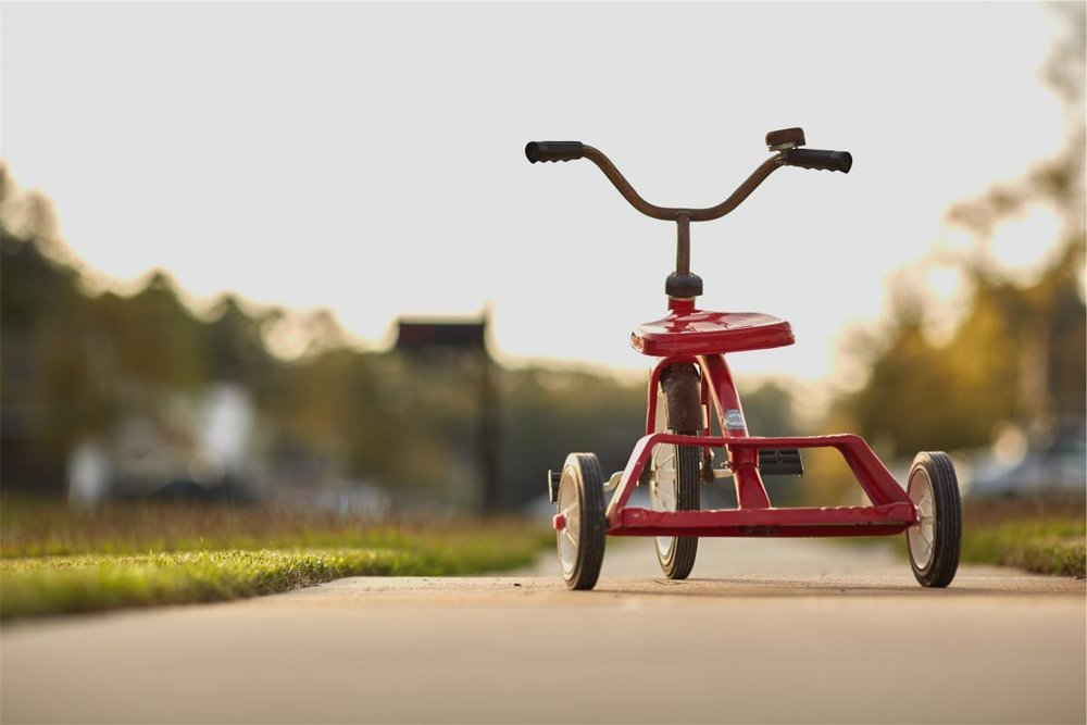 d_18348_red-tricycle.jpg
