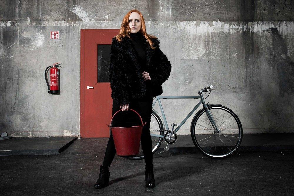 portrait-fotografie-fotostudio-muenchen-business-people-stefanie-kresse-cooper-bikes-eimer-cate.jpg