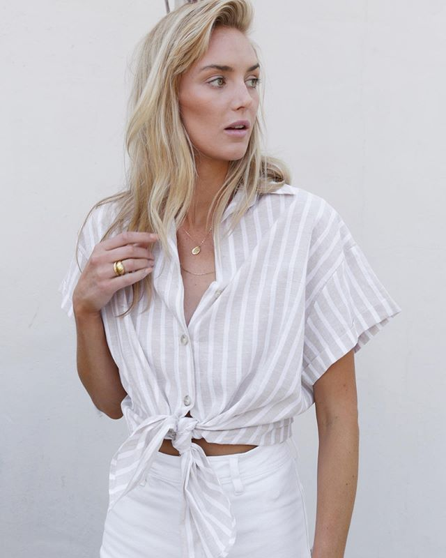 Linen & Stripes make the perfect combo. The Sara top 🌼