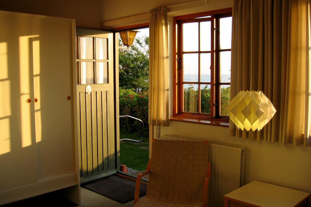 [[Et af vore hyggelige værelser.///One of our cosy rooms.///Eines unserer gemütlichen Zimmer.]]