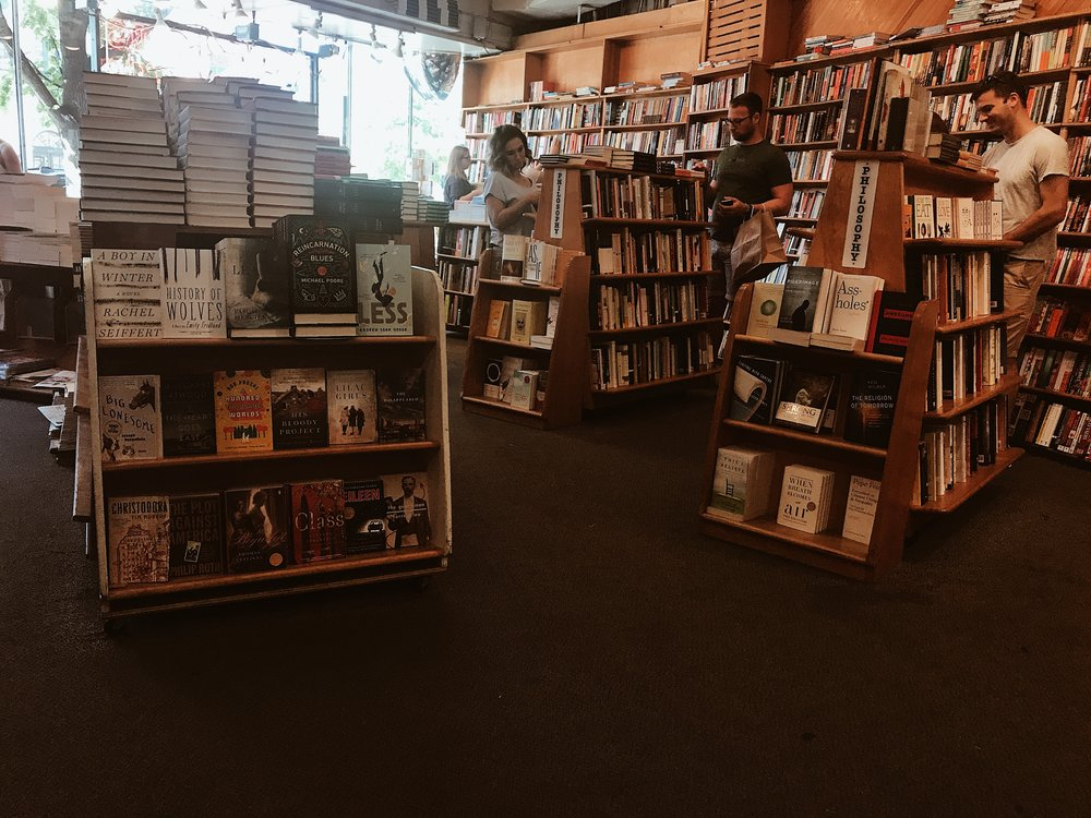 Kramerbooks & Afterwords Cafe            ...hello anonymous book friends.