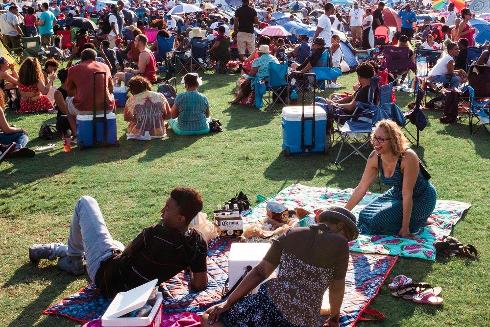 atlanta-jazz-festival-large-crowd-enjoying-music