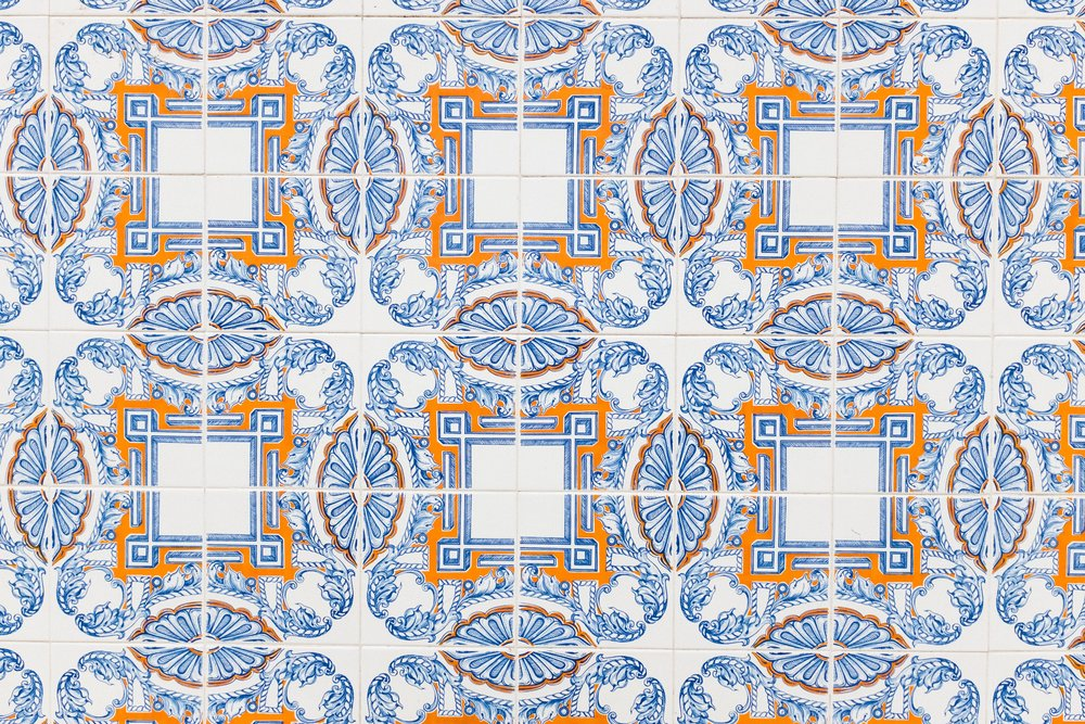 lisbon-portugal-azulejos-tiles-blue-orange-white