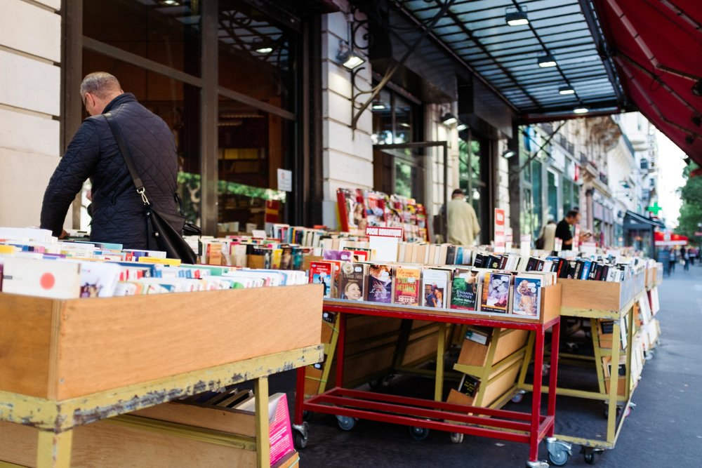 paris-france-sidewalk-bookstore