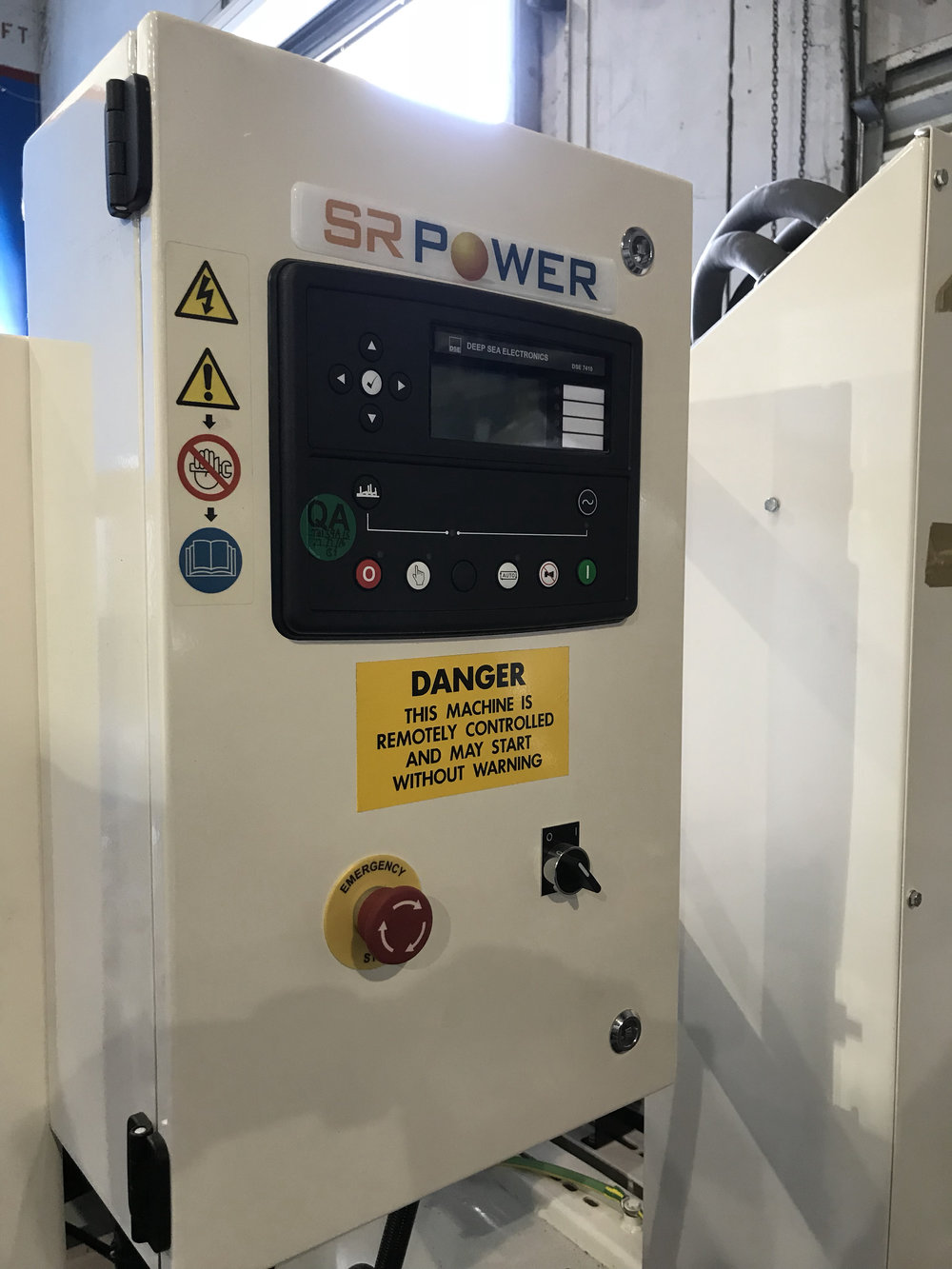SR Power Genset with a Deep Sea Panel