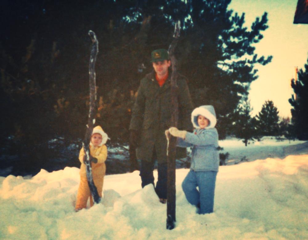 I'm in the yellow snowsuit. Gatta love the '80's.