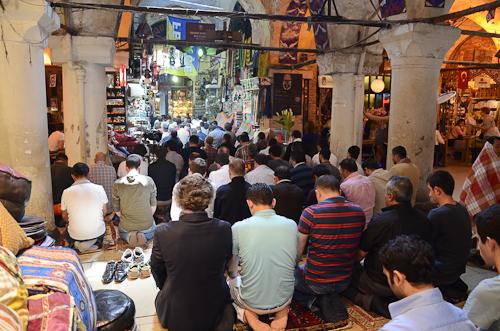Istanbul_Grand Bazaar prayer