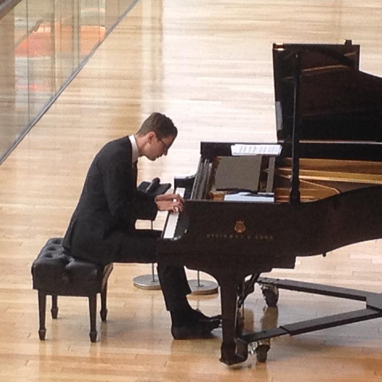 Icelandic pianist Víkingur Ólafsson-2