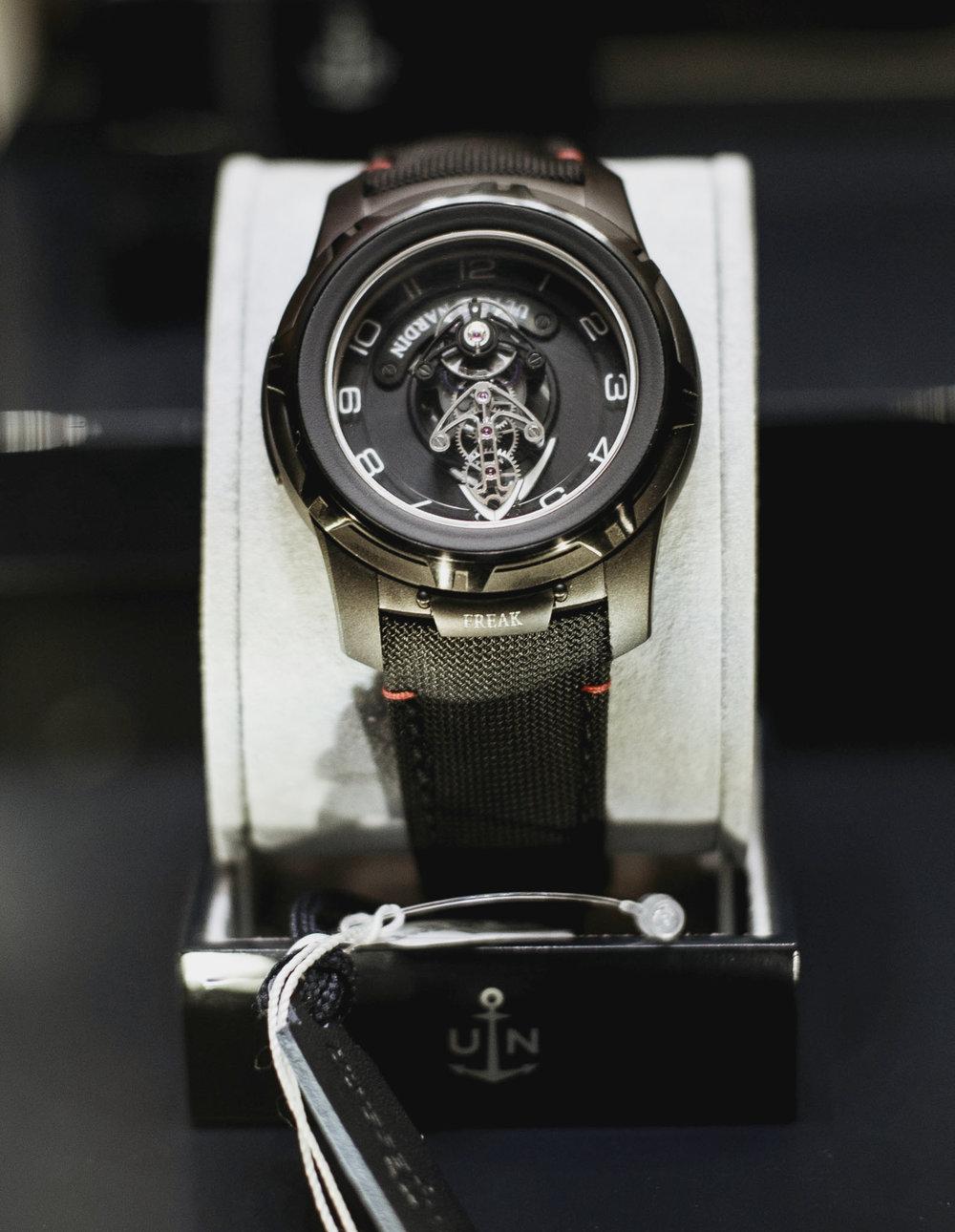 UNroyaljewelers788.JPG