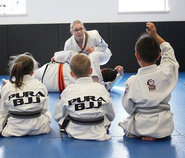 kids jiu jitsu lessons.jpg