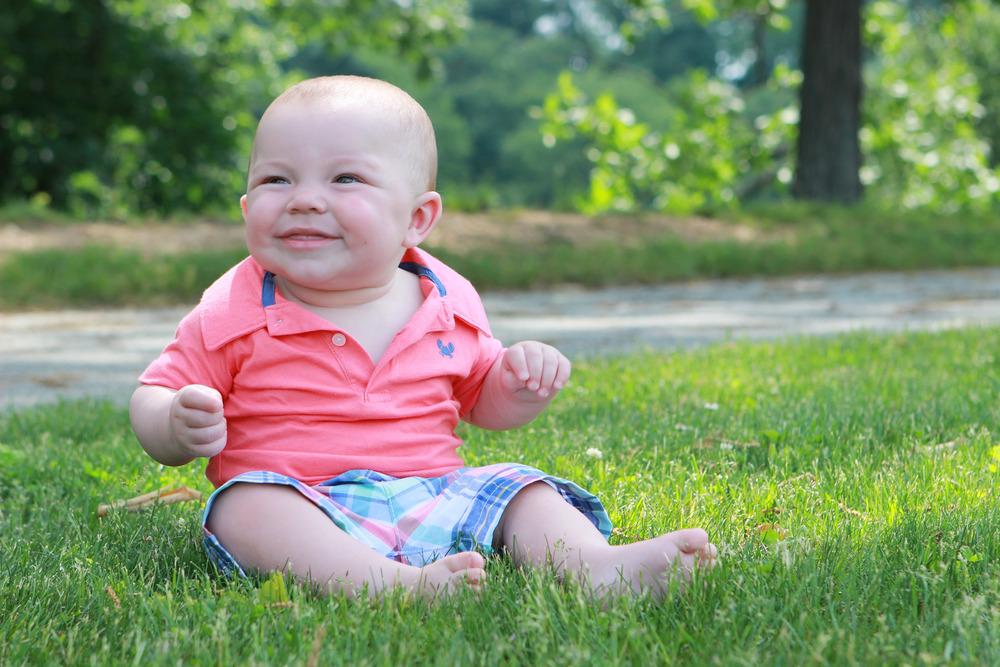 Baby in Grass - Jess Rudolph Photography: www.jessrudolph.com