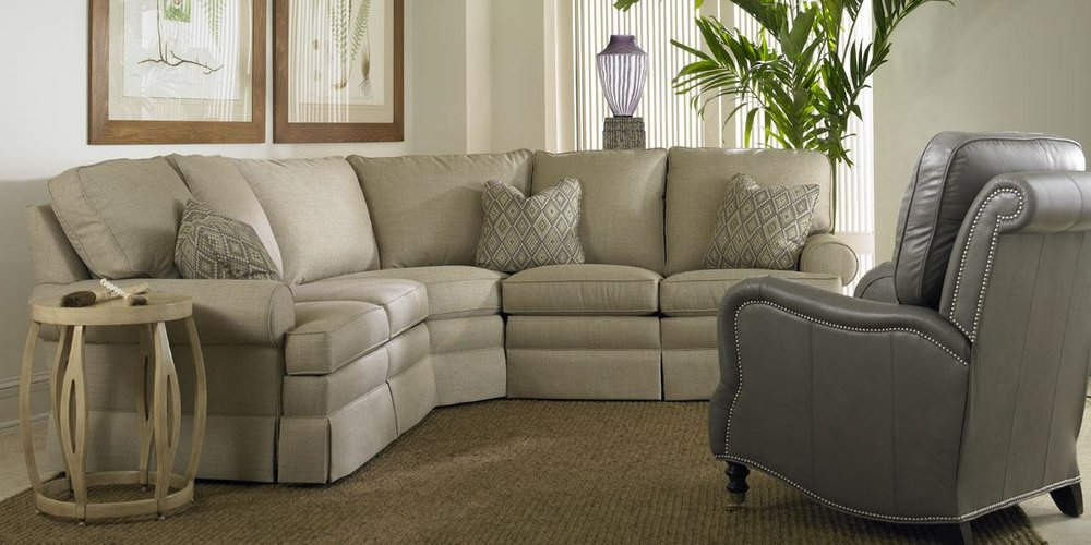 9900SBT Sectional_L3330 Recliner_web.jpg
