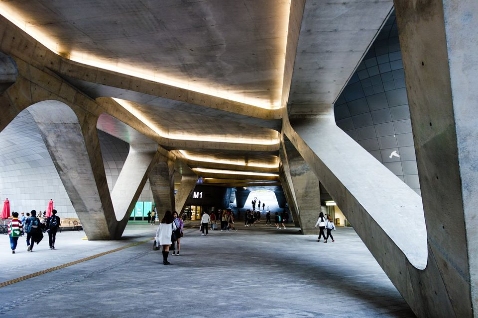 Dongdaemun Design Plaza movement