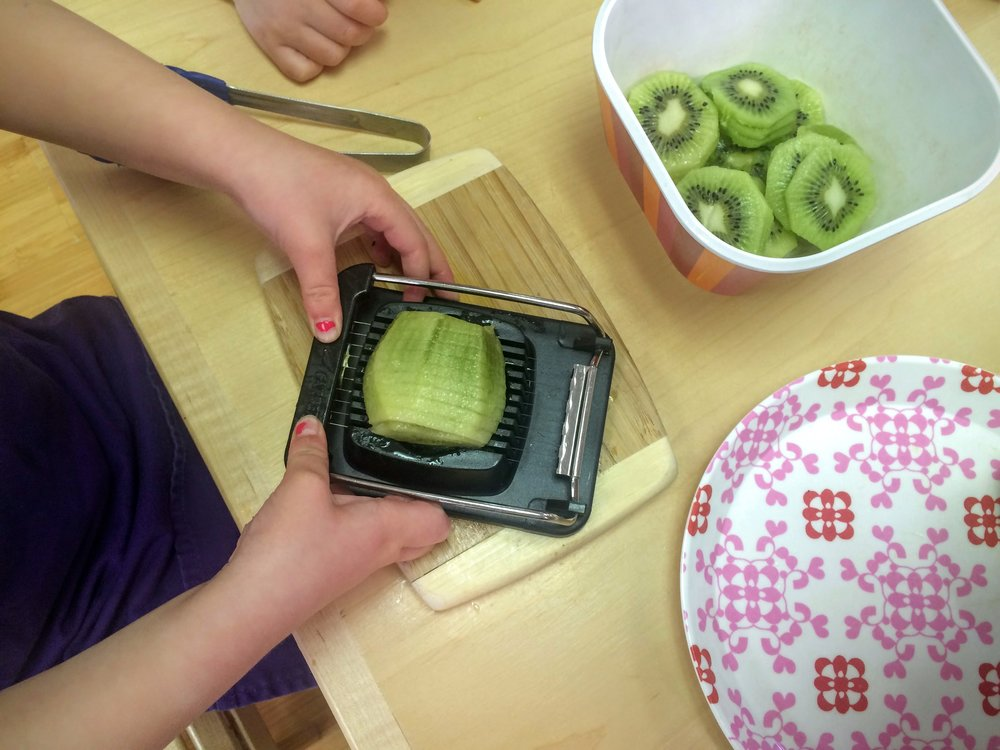 Food Preparation - Kiwi Slicing
