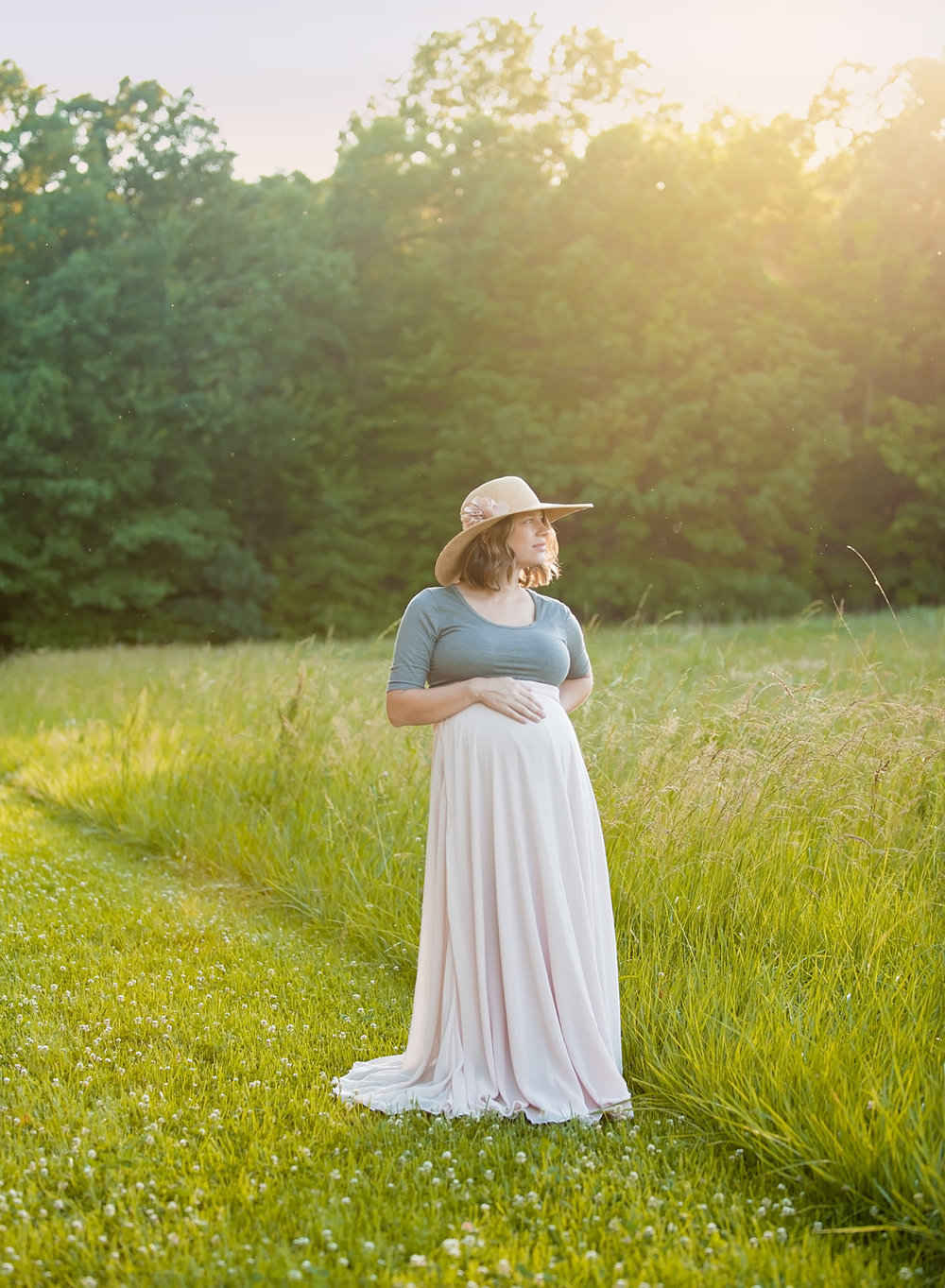 maternity-photo-in-field-at-sunset-columbus-ohio.jpg