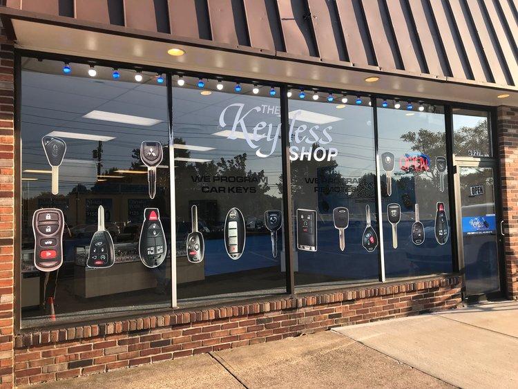 Un photo de El Keyless Shop en Cleveland, OH.   Nosotros especializa en el reemplazo de llaves de automóviles con chip.
