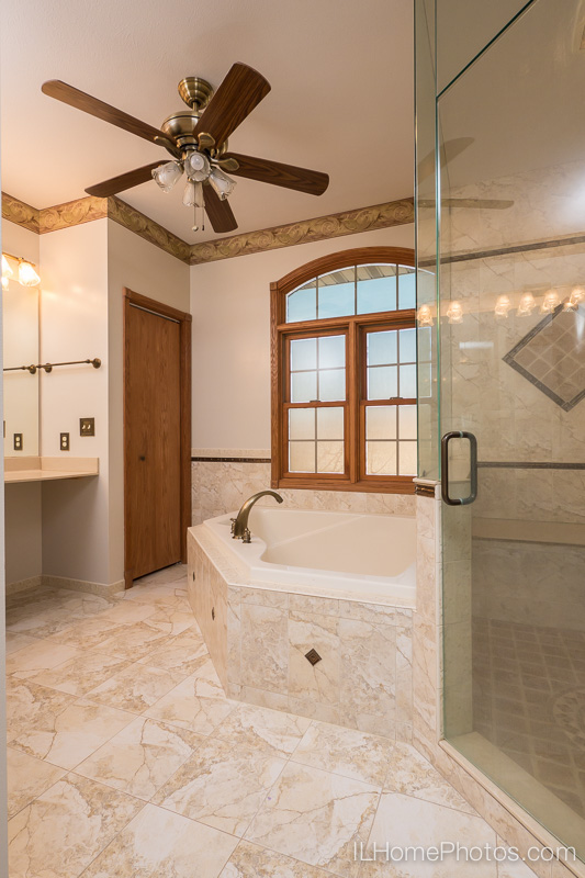 Master bath interior photograph for real estate :: Illinois Home Photography by Michael Gowin, Lincoln, IL