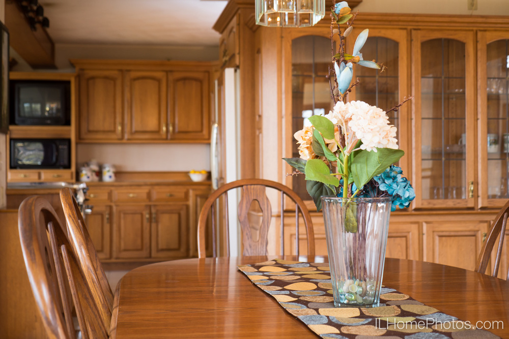 Interior home photograph (dining room table with flowers   - staging detail) for real estate   in East Peoria, IL :: Illinois Home Photography by Michael Gowin, Lincoln, IL