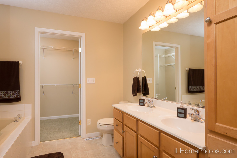 Master bathroom interior photograph, Morton, IL :: Illinois Home Photography by Michael Gowin, Lincoln, IL