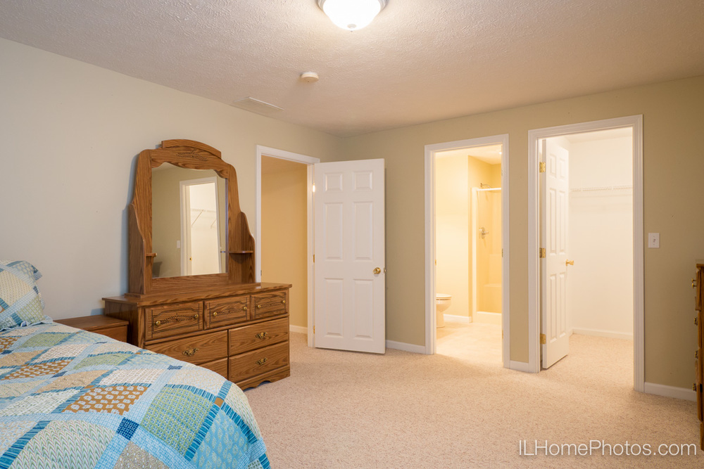 Bedroom interior photograph, Morton, IL :: Illinois Home Photography by Michael Gowin, Lincoln, IL