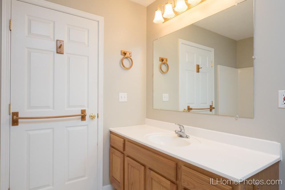 Bathroom interior photograph, Morton IL :: Illinois Home Photography by Michael Gowin, Lincoln, IL