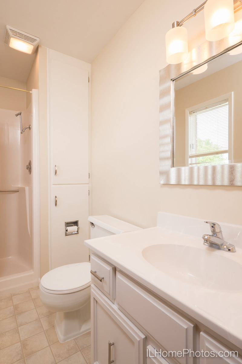 Interior photograph of bathroom, Delavan, IL :: Illinois Home Photography by Michael Gowin, Lincoln, IL