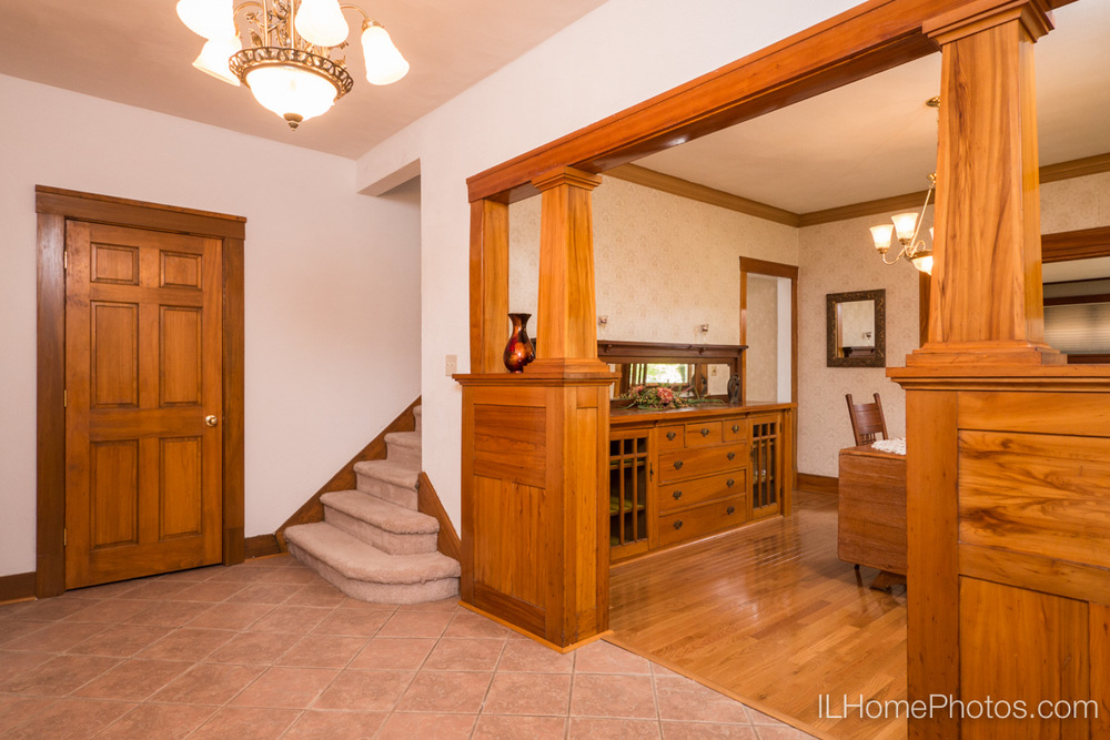 Interior foyer/entrance photograph for real estate in Peoria, IL :: Illinois Home Photography by Michael Gowin, Lincoln, IL