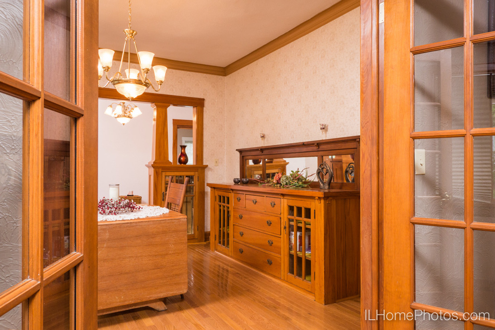 Interior dining room photograph for real estate in Peoria, IL :: Illinois Home Photography by Michael Gowin, Lincoln, IL