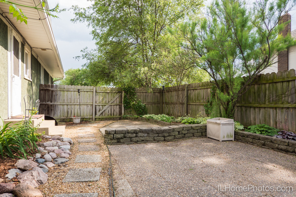 Exterior backyard photograph for real estate in Peoria, IL :: Illinois Home Photography by Michael Gowin, Lincoln, IL