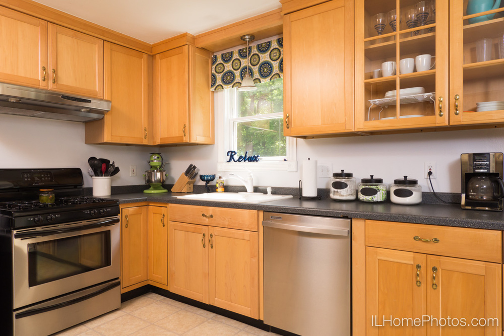 Kitchen interior photograph for real estate in Peoria, IL :: Illinois Home Photography by Michael Gowin, Lincoln, IL