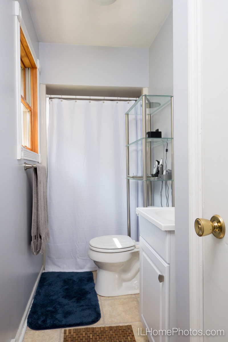 Master bathroom interior photograph for real estate in Peoria, IL :: Illinois Home Photography by Michael Gowin, Lincoln, IL