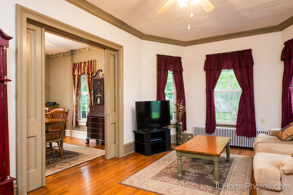 Interior living room photograph for real estate in Delavan, IL :: Illinois Home Photography by Michael Gowin, Lincoln, IL