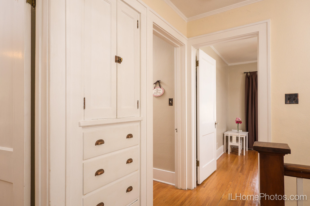 Interior hallway photograph for real estate in Peoria, IL :: Illinois Home Photography by Michael Gowin, Lincoln, IL